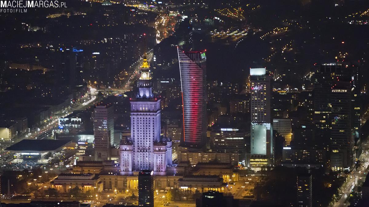 pkin Ponad Miastem - nocna Warszawa z lotu ptaka