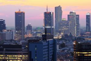 plac-unii-31-300x200 Panoramy Warszawy | noc