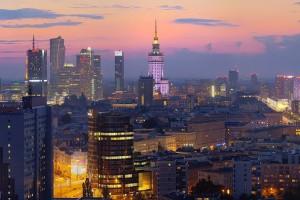 plac-unii-51-300x200 Panoramy Warszawy | noc
